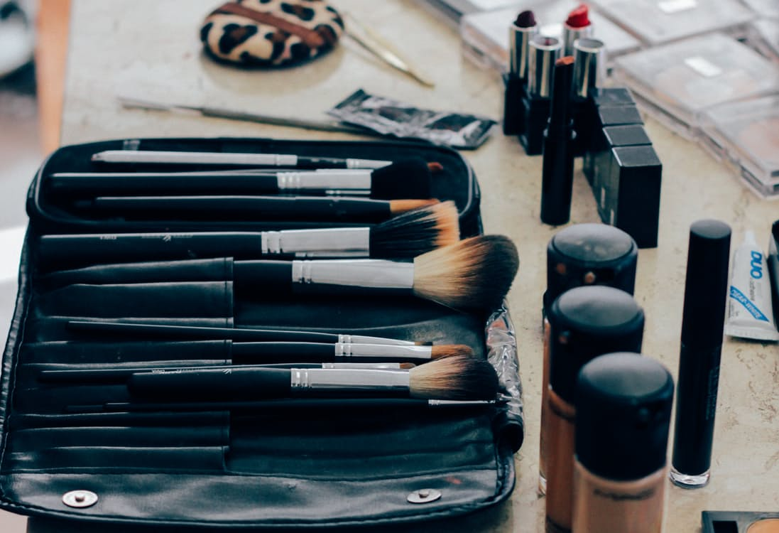 10 Easy Natural and Cheap Ways To Remove Makeup
