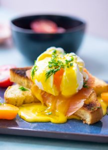 How to make eggs Benedict with cured salmon